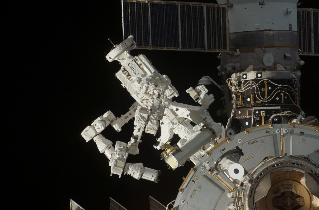 Dextre_on_ISS